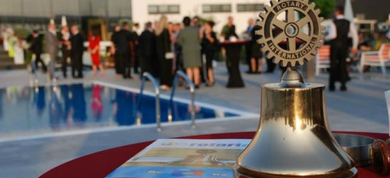 """Pjesë nga mbulimi medial i aktivitetit të Klubit Rotarian Gjakova-Çabrati me moton """"Ndiej jetë në çdo Qelizë"""""""
