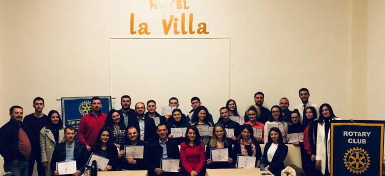 Rotray Klubi Gjakova-Çabrati në 11 vjetorin e Pavarësisë së Kosovës ndanë bursa studimi