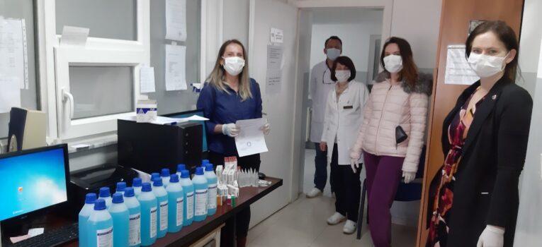 KR Gjakova-Çabrati dhuron medikamente dhe dezinfektues per QKMF Gjakovë